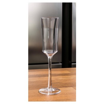 Taça de Champanhe 150 ml Brascool, utensílio indispensável em momentos especiais. Apenas {{AVISTA}} à vista. Compre já!